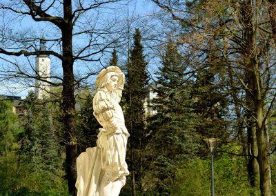 Engelsfigur im Schlosspark Greiz im Vogtland - Standort der Praxis Dr. Reuter - Ihr Experte für Chirotherapie