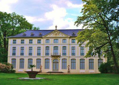 Das untere Schloss von Greiz mit gepflegter Parklandschaft – Greiz im Vogtland - Standort der Praxis Dr. Reuter - Ihr Experte für Orthopädie in Thüringen